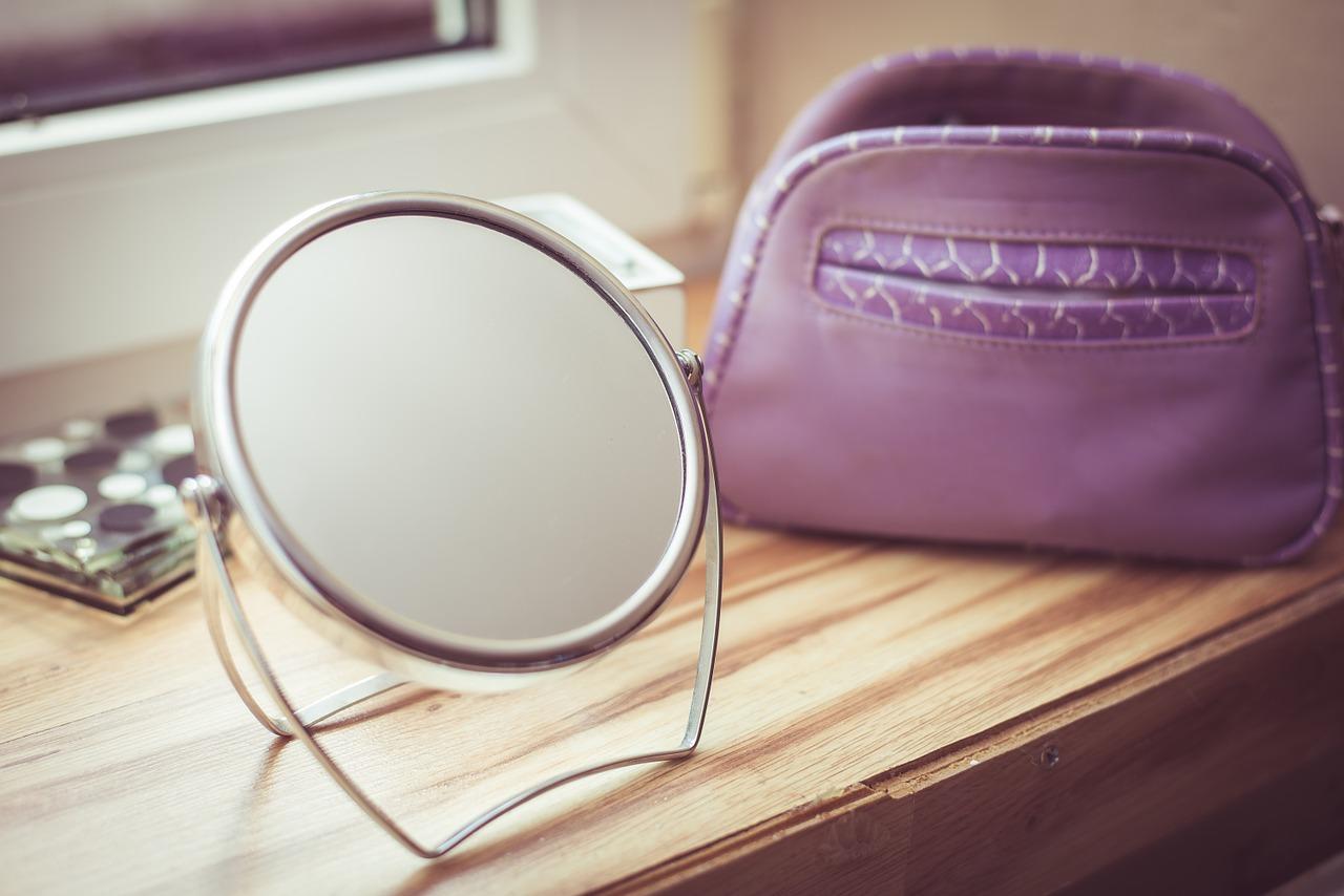 Sterylizacja narzędzi kosmetycznych – sterylizatory uv. Środki sterylizujące dermatic.