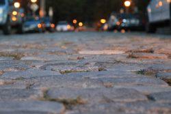 Chodniki z betonu, które usuwają zanieczyszczenia z powietrza