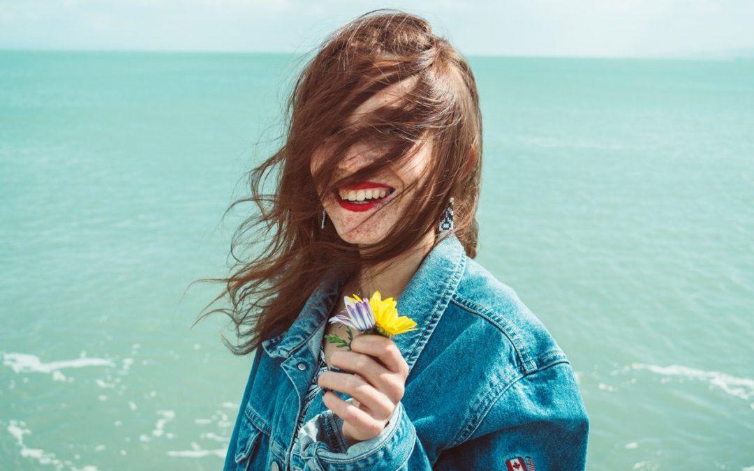 Miedziany brąz na włosach to twoje marzenie? Nie musisz ich farbować!