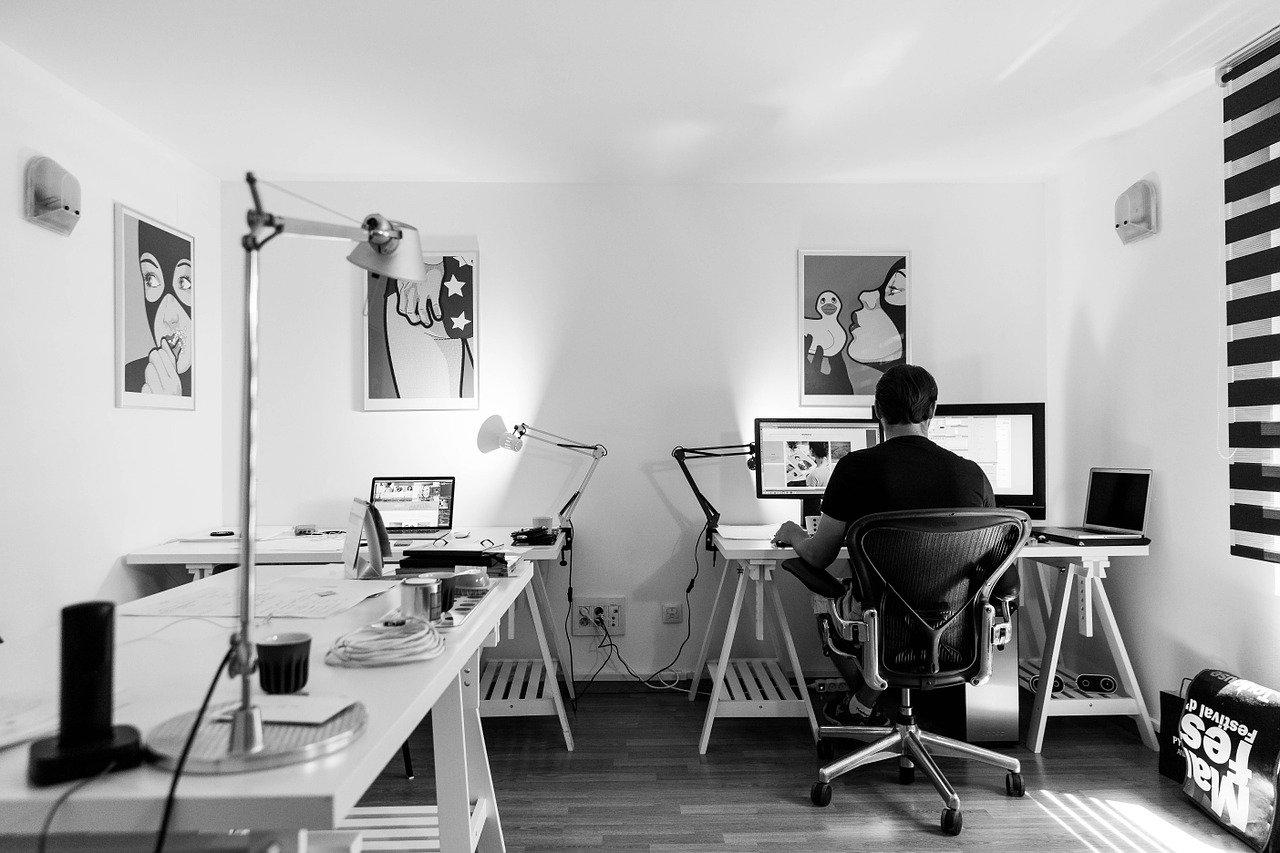 Biurka na miarę zdalnej nauki i pracy